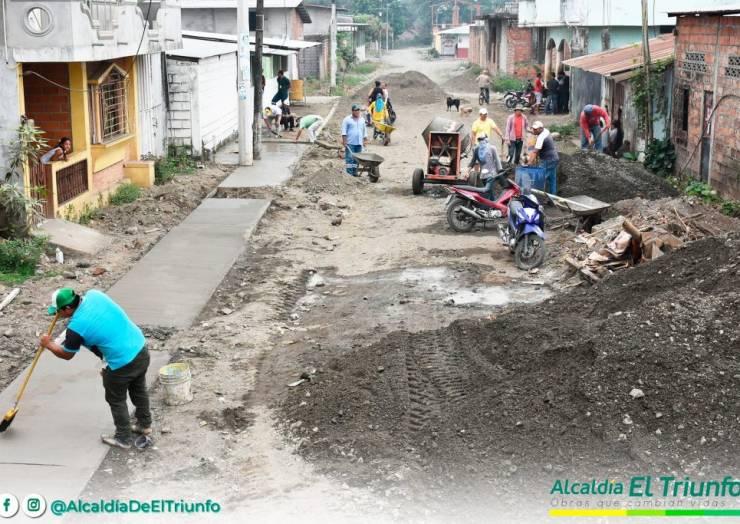 CONSTRUCCIÓN DE ACERAS Y BORDILLOS EN LA URBE TRIUNFENSE
